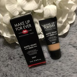 🆕Makeup Forever Matte Velvet Skin Foundation